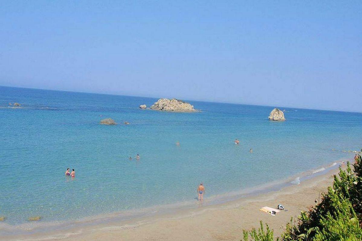 liostasi villas corfu Prasoudi beach