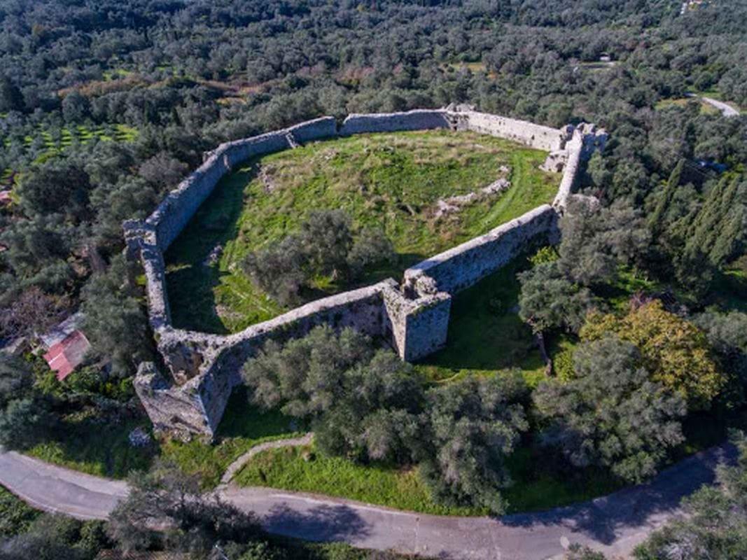 liostasi villas corfu The Byzantine castle of Gardiki